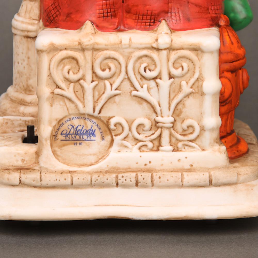 Porzellan-Figur Pennerwilli an der Uhr von Melody in Motion